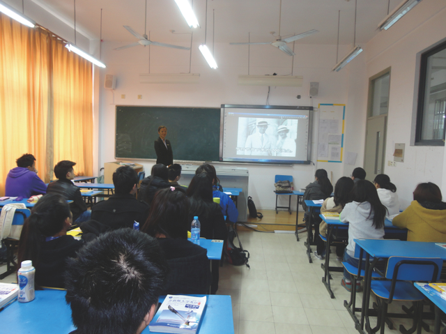 Violet Visiting Zhongqiao College